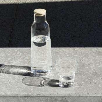 BMW i set boca sa čašom
